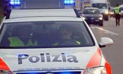 Veicoli in fiamme a pochi metri dal valico di Gandria: arrestato un 24enne