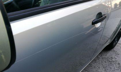 Otto auto danneggiate in viale Milano