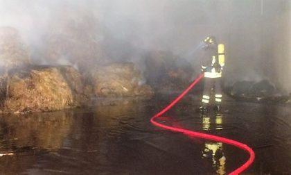 Incendio alla Seval di Colico pompieri al lavoro