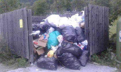 Abbandono selvaggio di rifiuti in Val di Mello