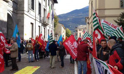 Presidio dei sindacati in Prefettura