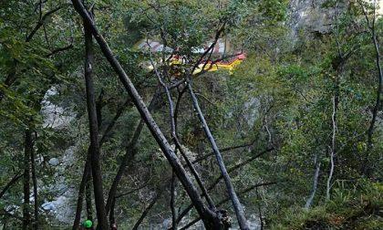 Esce in cerca di castagne, turista salvata dal Soccorso Alpino - Il VIDEO