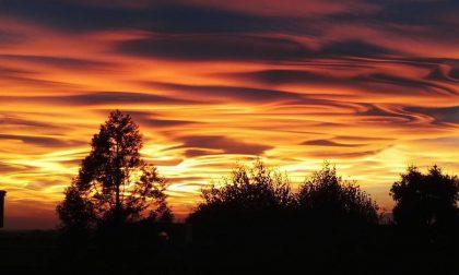 Il tramonto mozzafiato: un raro mix di nubi ed effetti ottici - FOTO