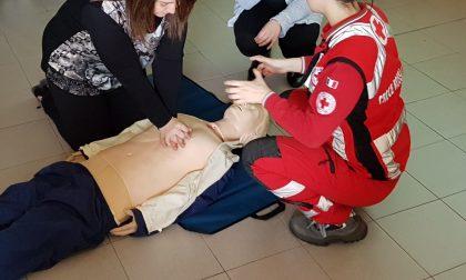 Studenti a lezione di primo soccorso