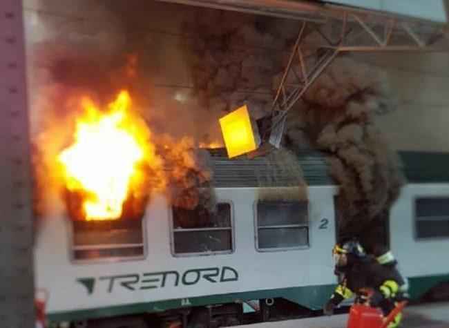 Incendio alla stazione centrale di Milano: in fiamme un vagone