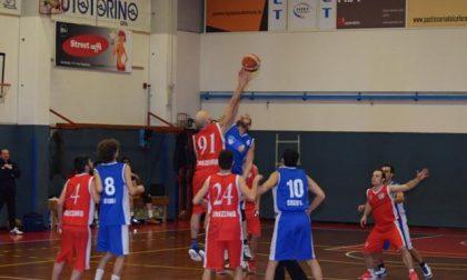 Basket Cosio con le marce ridotte ma basta per vincere  LE FOTO