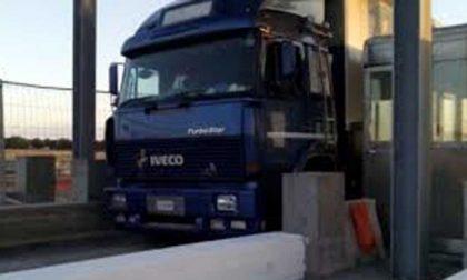 """Autostrade aumento pedaggi i camionisti non ci stanno: """"Altro che inflazione"""""""