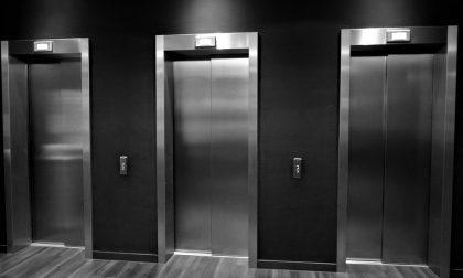 Menaggio due studenti bloccati in ascensore a scuola