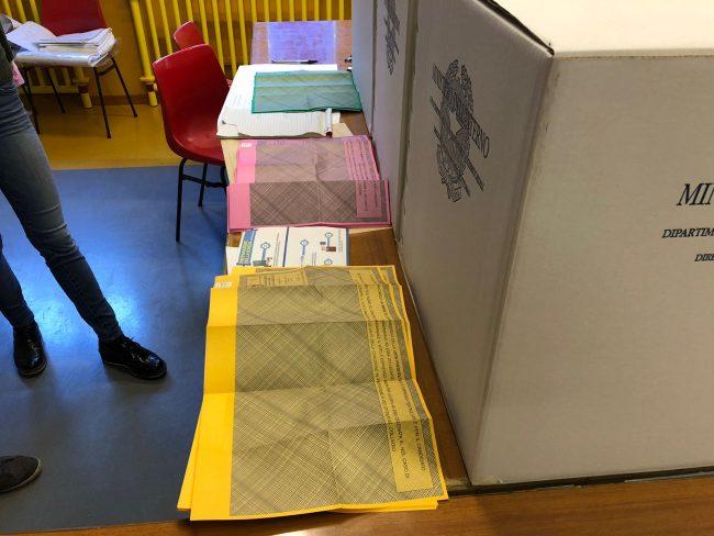 Elezioni: file più lunghe a causa del tagliando anti-frode