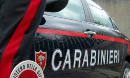 Urla contro la caserma e scappa, preso all'alba dai Carabinieri
