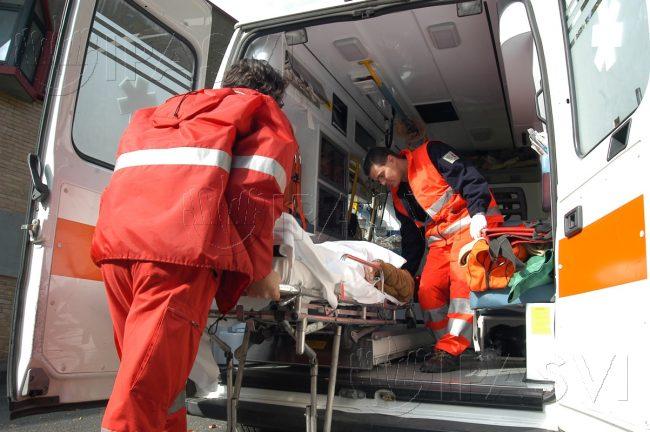 Muore per un malore in strada a Tirano