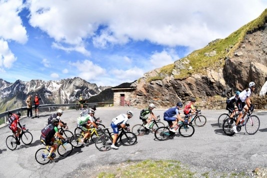 Giro d&#8217&#x3B;Italia: aperto il Mortirolo, si lavora sul Gavia