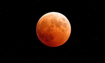 In arrivo l'eclissi di Luna più lunga del secolo, ecco dove osservarla