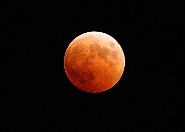 L'eclissi di Luna del secolo: ecco dove vederla