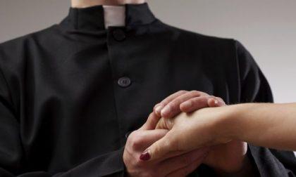 Uccelli di rovo in salsa lombarda: il prete prende a pugni il marito