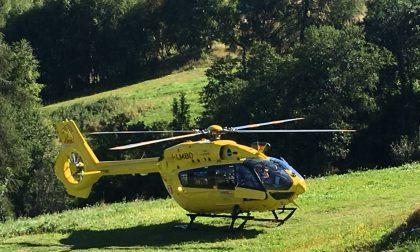 Cade in bici sui monti di Aprica, soccorso con l'elicottero