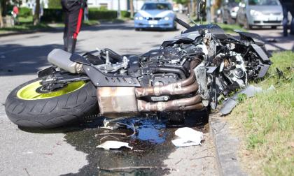 Auto contro moto, due feriti a Sondrio
