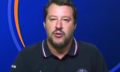 Matteo Salvini plaude alla chiusura dell'Hotel Bellevue