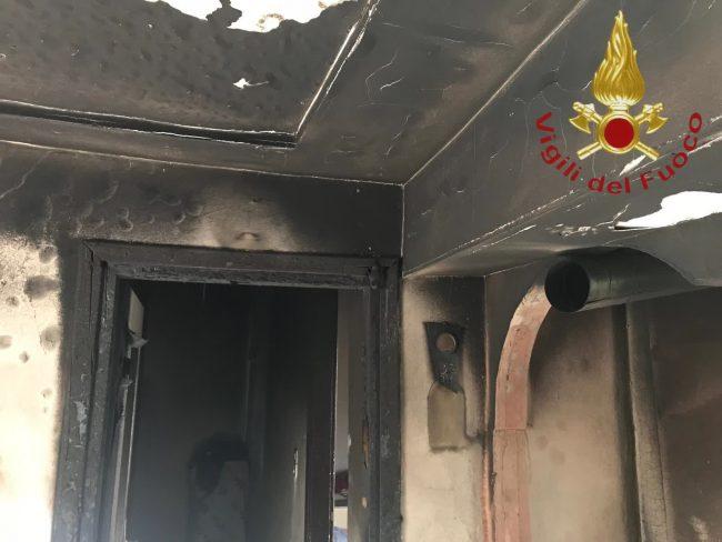 Paura in Alta Valle: fiamme in un appartamento FOTO