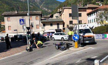 Incidente tra auto e moto alla rotonda di Chiavenna, 15enne all'ospedale