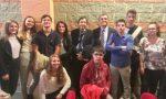 Studenti a lezione di economia con Cottarelli e De Bortoli