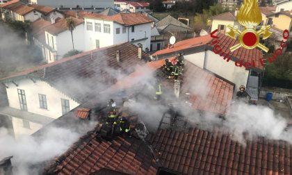 A Gravedona va a fuoco il tetto, evacuata una famiglia FOTO