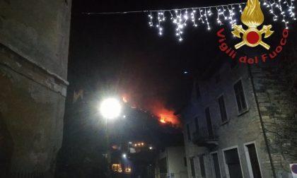 Ancora un incendio boschivo, bruciano i boschi di San Siro FOTO
