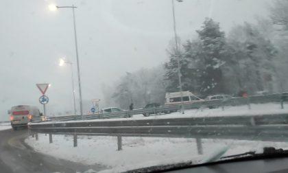 Tre incidenti sulla Statale 38 per la nevicata