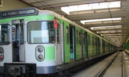 Frenata d'emergenza in metropolitana, diversi feriti a Milano