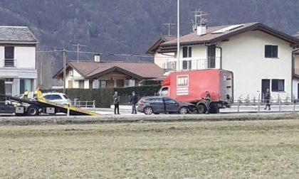 Auto contro furgone, due persone coinvolte