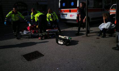 Cade e sbatte la faccia, turista grave all'ospedale