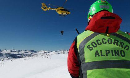 Valanga travolge tre scialpinisti, soccorsi in azione