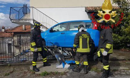 Auto contro contatore gas a Gravedona FOTO