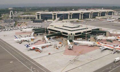 Drone non autorizzato nel cielo di Malpensa: aeroporto chiuso e voli dirottati
