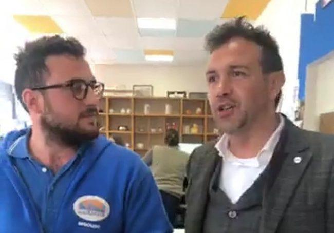 Elezioni Europee 2019, il candidato dei 5 Stelle visita l&#8217&#x3B;azienda aperta con il microcredito