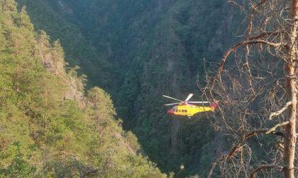 Rimane bloccato in montagna, interviene l'elicottero