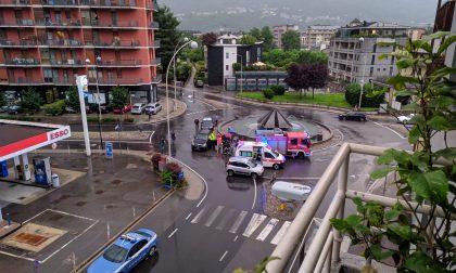 Incidente a Sondrio: auto finisce contro la rotonda di viale Milano