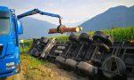Camion carico di legname si ribalta sulla Statale 36