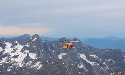 Scialpinista precipita per 100 metri