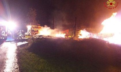 Incendio a Sondalo, legnaia distrutta