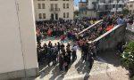 Una folla immensa e commossa per l'addio a Matteo e mamma Mariagrazia