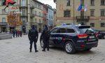 Sondrio: Fa pipì sulla vetrina di un negozio, multato dai carabinieri
