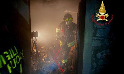 Incendio in una legnaia a Faggeto Lario FOTO