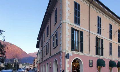 Cade un cornicione da un palazzo a Porlezza, grave una 17enne