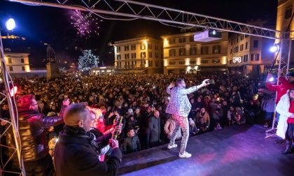 Baci e fuochi d'artificio, le foto più belle del Capodanno in Valtellina