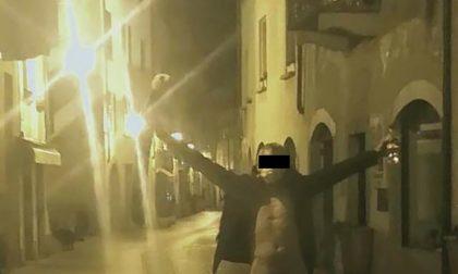 Chiavenna: nudo in centro sfida il decreto FOTO