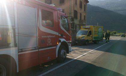 Incidente a Villa di Tirano, furgone sfonda cancello di un'abitazione