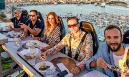 Dinner in the sky, una cena sospesi nel vuoto con un panorama mozzafiato sul Lago