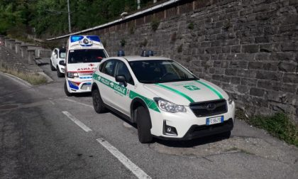 Tenta di gettarsi sotto il treno, tragedia sfiorata sulla Lecco-Sondrio