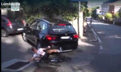 Incidenti al Giro di Lombardia: ciclista cad in un burrone, un'altro travolto da un Suv